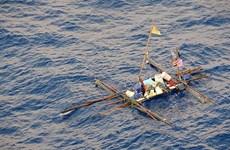 Tàu của Mỹ cứu 5 ngư dân Philippines bị trôi dạt ở Biển Đông