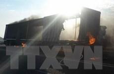 Nam Phi: Xe buýt húc xe tải bốc cháy khiến 7 người thiệt mạng