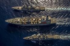 Lần đầu tiên Hải quân Anh và Mỹ diễn tập chung trên Biển Đông