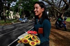 """Cặp tình nhân Philippines thể hiện tình yêu thời """"gạo châu củi quế"""""""