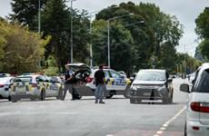 Cảnh sát sơ tán khu vực xung quanh địa điểm tình nghi vụ xả súng
