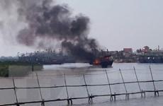 Cháy tàu câu mực ở tỉnh Nghệ An, thiệt hại hơn 1 tỷ đồng