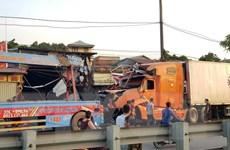 Nam Định: Xe container lao vào bốn nhà dân ven Quốc lộ 10
