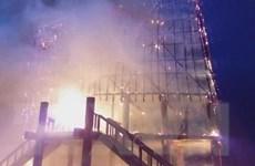 Kon Tum: Nhà rông truyền thống cháy rụi sau khi bị sét đánh