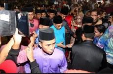 Hàng chục ngàn dân Malaysia đổ về dinh Thủ tướng đón Tết Hồi giáo