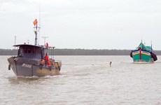 Bắt tàu chở 100.000 lít dầu không rõ nguồn gốc tại Sóc Trăng