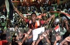 Phe biểu tình tại Sudan chấp nhận đề xuất về chuyển tiếp chính trị