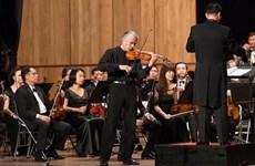 Nghệ sỹ Stéphane Trần Ngọc trình diễn các kiệt tác dành cho violin