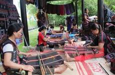 Hơn 1 tỷ đồng hỗ trợ phát triển nghề dệt zèng truyền thống ở Huế