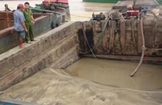 Bắt giữ 4 thuyền bơm hút, vận chuyển cát trái phép trên sông Đồng Nai