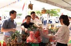 Sôi động thị trường hoa quả nội dịp lễ Vu Lan báo hiếu
