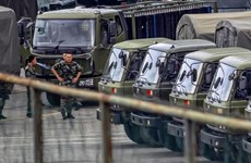 Cảnh sát Vũ trang Nhân dân Trung Quốc diễn tập gần Hong Kong