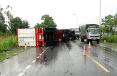 Xe container đâm xe đầu kéo, Quốc lộ 1A ách tắc cục bộ