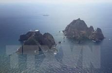 Nghị sỹ Hàn đến đảo Dokdo, kêu gọi chấm dứt hạn chế thương mại