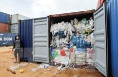 Indonesia gửi trả hàng trăm container rác thải nhập khẩu