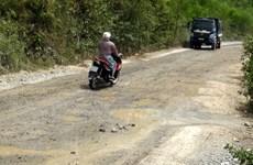 Quảng Bình: Xe trọng tải lớn cày nát đường giao thông nông thôn
