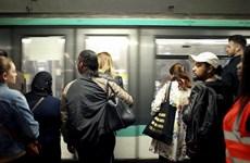 Giao thông tê liệt ở Paris do bãi công phản đối cải cách lương hưu