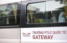 """Xe ôtô gắn mác """"Trường PTLC quốc tế Gateway"""" đâm xe bồn dừng đèn đỏ"""