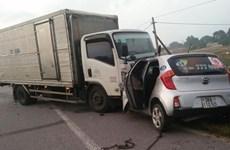 Hà Tĩnh: Xe tải va chạm với xe taxi, hai người tử vong