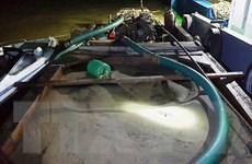 Hải Dương: Bắt quả tang hai tàu khai thác cát trái phép trên sông