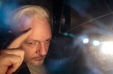 Nhà sáng lập WikiLeaks có mặt ở tòa xem xét yêu cầu dẫn độ sang Mỹ
