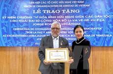 Trao Kỷ niệm chương vì hòa bình, hữu nghị tặng Đại sứ Venezuela