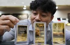 Giá vàng giảm nhẹ do nhà đầu tư chuyển hướng sang tài sản rủi ro