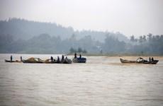 Tình trạng khai thác cát trái phép vẫn diễn ra tại sông Trà Khúc