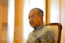 Thủ tướng Malaysia Mohmad tuyên bố sẽ chuyển giao quyền lực