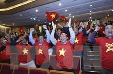 Cán bộ, nhân viên Ngoại giao cổ vũ U22 Việt Nam đá trận chung kết