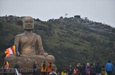 Bái Phật và chiêm ngưỡng vẻ đẹp hùng vĩ của non thiêng Yên Tử