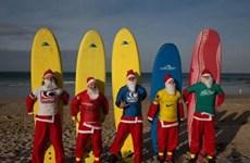 Ông già Noel tại Mỹ thi lướt sóng để gây quỹ từ thiện