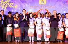 Thường trực Ban Bí thư thăm, tặng quà công nhân lao động ở Phú Thọ