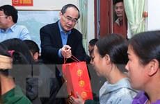 Bí thư Thành ủy TP. HCM Nguyễn Thiện Nhân thăm, tặng quà ở Bắc Kạn