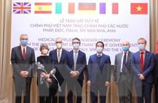 Trao hàng hỗ trợ phòng, chống dịch COVID-19 cho một số nước châu Âu