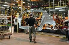 Sản lượng ôtô của Anh sụt giảm mạnh do đại dịch COVID-19