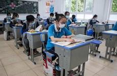 Học sinh cuối cấp tại thành phố Vũ Hán đã quay trở lại trường học