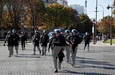 Cảnh sát Pháp biểu tình phản đối các quy định mới của chính phủ