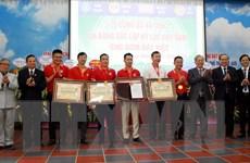 Doanh nghiệp gốm nhận bằng xác lập 6 kỷ lục Việt Nam