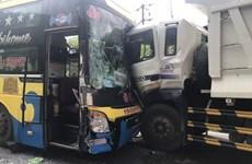 Hai xe khách và xe tải tông nhau, đèo Bảo Lộc ách tắc cục bộ nhiều giờ