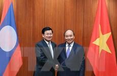 Thủ tướng Nguyễn Xuân Phúc hội đàm với Thủ tướng Thongloun Sisoulith