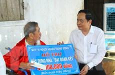 Chủ tịch Mặt trận Trần Thanh Mẫn thăm, tặng quà gia đình chính sách