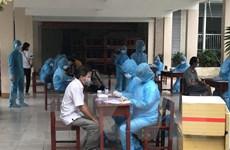 Các chuyên gia xét nghiệm hàng ngàn mẫu bệnh phẩm tại Đà Nẵng