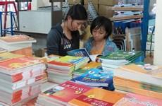 Nhiều chương trình giảm giá ở siêu thị, nhà sách nhưng khách vẫn thờ ơ