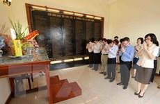 [Photo] Dâng hương tưởng niệm các liệt sỹ nhà báo của TTXVN