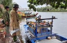 Bộ đội Biên phòng tỉnh Quảng Nam hỗ trợ người dân chống bão