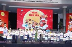 Phó Thủ tướng Trương Hòa Bình trao quà cho trẻ có hoàn cảnh đặc biệt