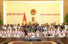 Bà Tòng Thị Phóng gặp mặt học sinh mồ côi, khuyết tật Thái Nguyên
