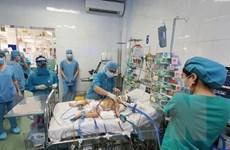Lần đầu tiên sử dụng kỹ thuật ECMO cho bệnh nhi sau phẫu thuật tim