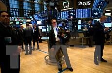 Giá dầu, chứng khoán Mỹ tăng điểm nhờ thông tin về gói hỗ trợ chi tiêu